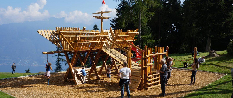 Holzspielplatz auf Cardada