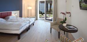 Grosszügiges Design-Zimmer mit Gartensitzplatz