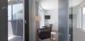 Bad des Premium-Zimmers im Hotel Stella