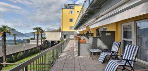Terrassen der Economy-Zimmer des Hotels Stella