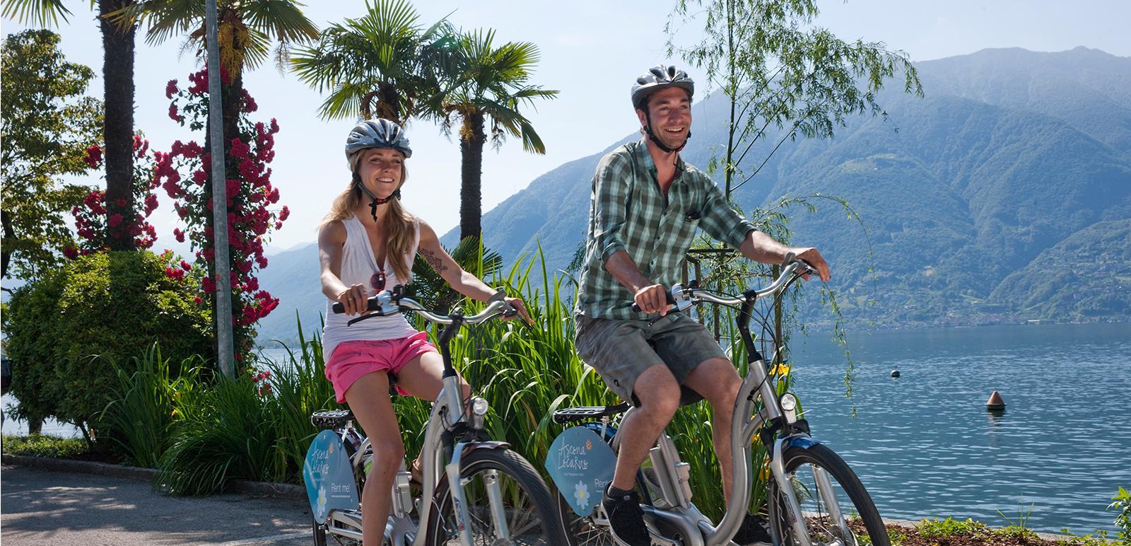 E-Bike-Fahrer am Lago Maggiore im Tessin