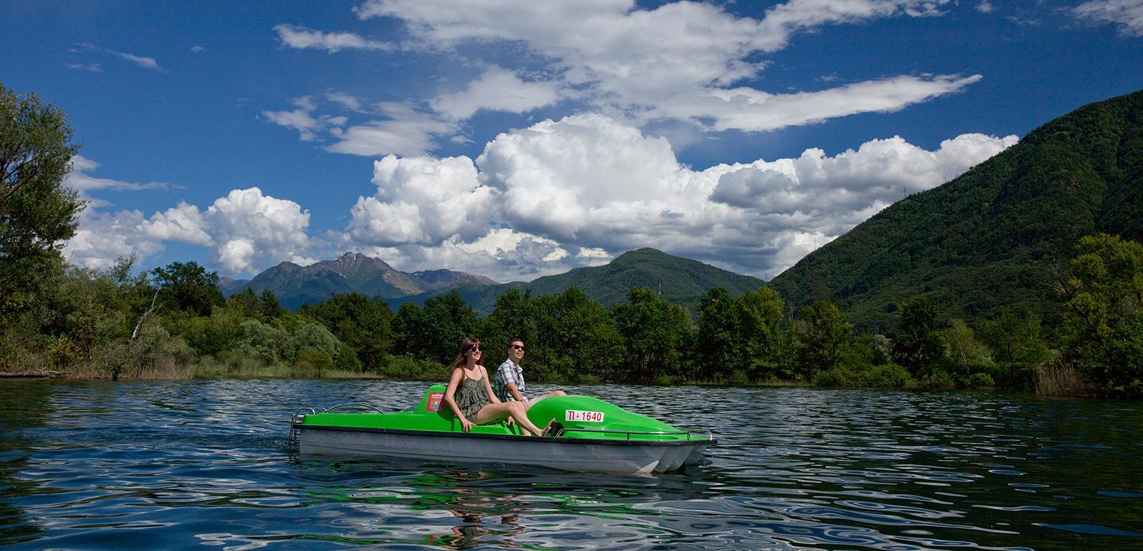 Pedalo fahren auf dem Lago Maggiore