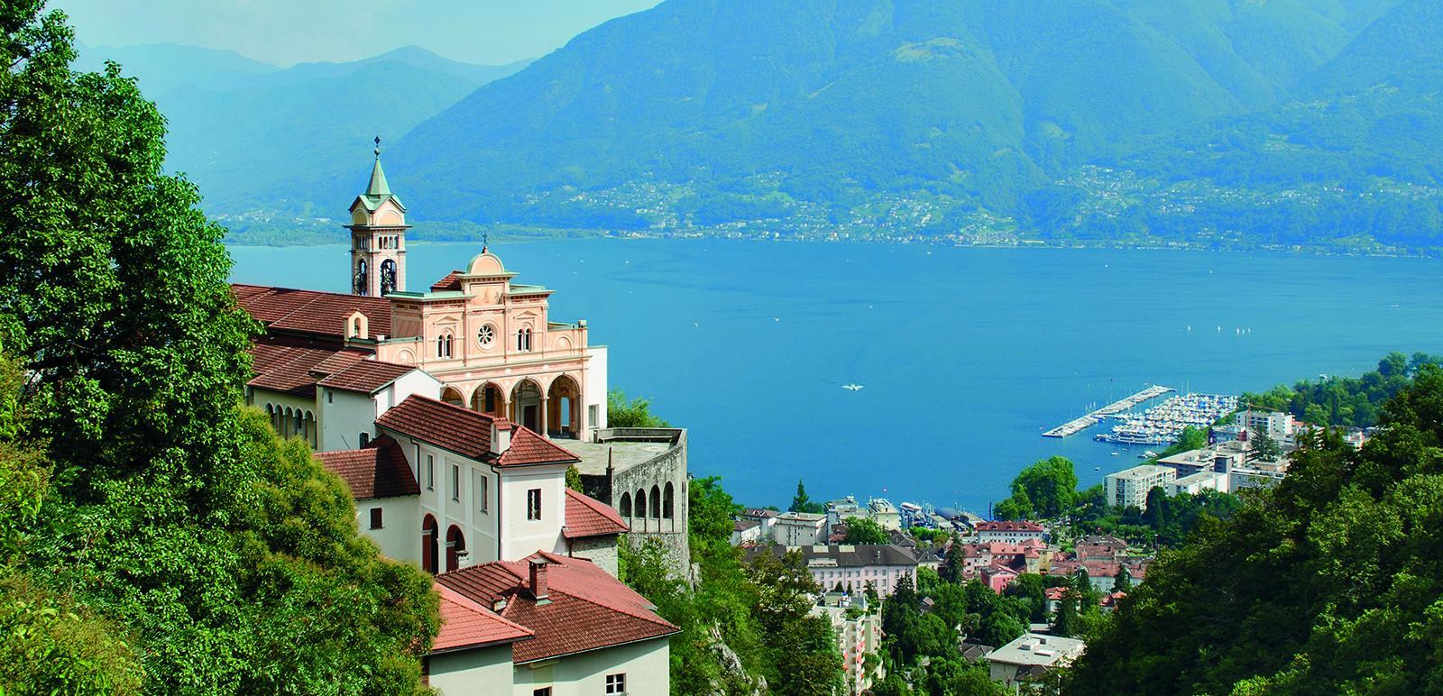 Kirche von Madonna del Sasso und Lago Maggiore
