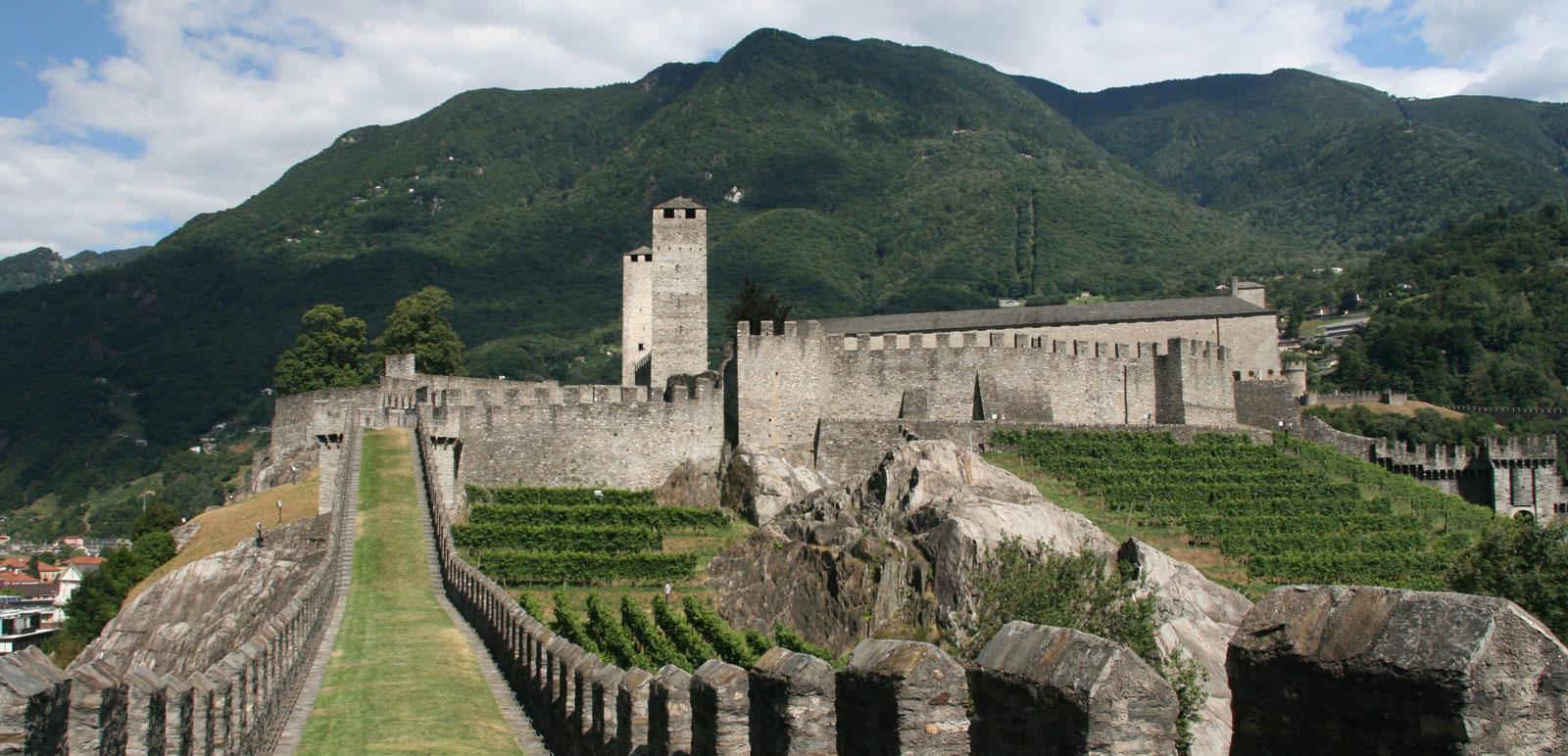 Blick in den Innenhof des Castelgrande im Tessin
