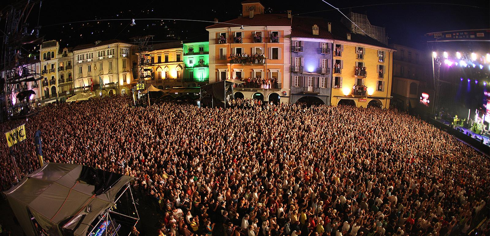 Menschenmenge beim Moon and Stars in Locarno
